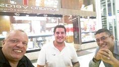 Tarde animada! Comprar uns charutos e encontrar os amigos para umas baforadas!! #charuto #cubano #amigos #12yrs #cigarguys by vagneracardoso