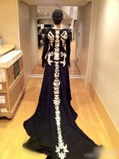 Costume idea or Halloween ball dress - dragon skeleton dress Looks Style, Looks Cool, My Style, Dress Up, Fancy Dress, Prom Dress, Dress Wedding, Wedding Vows, Dress Party