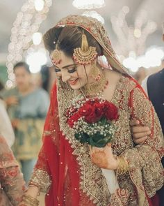Beautiful looks ❤❤ . Pakistani Bridal Makeup, Bridal Mehndi Dresses, Pakistani Wedding Outfits, Bridal Dress Design, Pakistani Wedding Dresses, Bridal Outfits, Indian Outfits, Mehendi Outfits, Indian Dresses