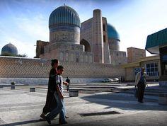 Oplev Usbekistan og den gamle silkevej på denne store rundrejse, der binder karavanebyerne i landet sammen. Med Søren Bjelke, som rejseleder, får du en dyb indsigt om livet langs den gamle Silkevej – både før og nu. Usbekistan er en mindre kendt, men fantastisk rejseoplevelse.