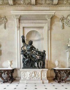 Houghton Hall. Вronze Laocoon.