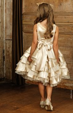 Luxury designer Michelle Bray create the exquisite special occasion and wedding outfits for young girls. With an array of designs and colour palettes on offer, Michelle Bray's splendid aesthetic is defined by beautiful fabrics, pretty trims and hand-finishing.