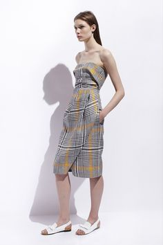 Carven Resort 2014. This...with a white blouse underneath. Picture it, savour it and then weep. Now continue going about your day.