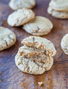Averie Cooks - Soft and Chewy Brown Sugar Maple Cookies - Two types of brown sugar and maple syrup give these soft, buttery cookies an incredible caramel-ey flavor! Cookie Desserts, Just Desserts, Cookie Recipes, Dessert Recipes, Cookie Cups, Maple Cookies, Brown Sugar Cookies, Cinnamon Cookies, Oatmeal Cookies