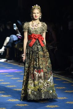 a070fb7d5c 98 Best Italian Fashion Style images | Fashion show, Couture ...