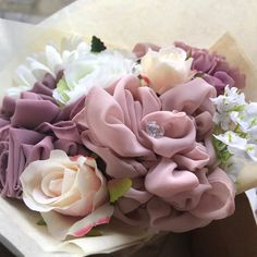 Bouquet Box, Diy Bouquet, Home Wedding, Diy Wedding, Palette Pastel, Chocolate Bouquet Diy, Scarf Packaging, Graduation Bouquet, Bff Birthday Gift