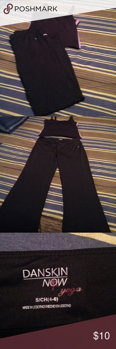 Size small yoga pants and tank Size small yoga pants and tank not same brand but looks good together for a work out! Has built in liner! Size not indecated! I'm saying a small! Good used condition! Thanks smoker Pants Track Pants & Joggers