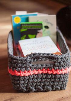 Handbox   Craft Lovers » Comunidad DIY: tutoriales y kits para todosCesta de trapillo Crochet Home, Love Crochet, Learn To Crochet, Crochet Crafts, Crochet Yarn, Crochet Stitches, Diy Crafts, Cotton Cord, Craft Bags