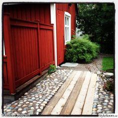 Dream Garden, Home And Garden, Sweden House, Red Houses, Outdoor Living, Outdoor Decor, Garden Gates, Garden Projects, Garden Inspiration