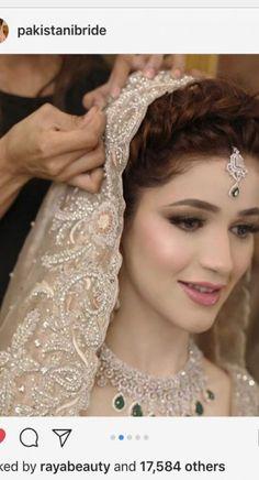 Indian bridal hairstyles with dupatta mehndi 48 ideas Pakistani Wedding Outfits, Pakistani Bridal Wear, Indian Bridal Fashion, Bridal Outfits, Bridal Dupatta, Pakistani Couture, Bridal Makeup Looks, Bridal Hair And Makeup, Bridal Beauty