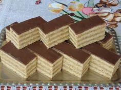Rozi Erdélyi konyhája: Tejfölös diós-mézes szelet Hungarian Desserts, Hungarian Recipes, No Bake Cake, Baking Recipes, Waffles, Food And Drink, Fondant, Sweets, Bread