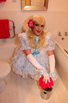 Sissy Crossdressing Service | Crossdressing Service making sure the bin is cleaned thoroughtly