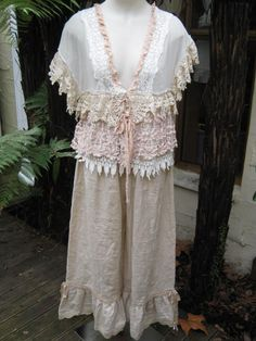 love this whole thing!!An unconstructed top layered w/ various laces.  I can do this.