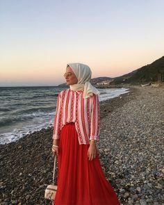 ✔ Fashion Teenage Outfits Simple - - ✔ Fashion Teenage Outfits Simple Source by Summer Dress Outfits, Summer Fashion Outfits, Modest Fashion, Dress Summer, Muslim Fashion, Hijab Fashion, Simple Outfits, Simple Dresses, Hijab Simple