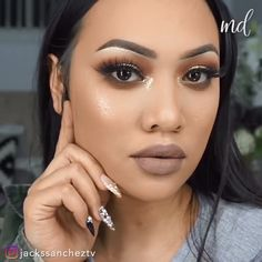 An eye look like this one will guarantee to turn heads wherever you go! By: sencillo videos SULTRY GRUNGE HALO EYE Cat Eye Makeup, Prom Makeup, Smokey Eye Makeup, Makeup Goals, Makeup Tips, Beauty Makeup, Easy Makeup Tutorial, Makeup Tutorial For Beginners, Dose Of Colors