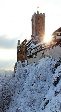 Winter at Wartburg Castle in Eisenach, Germany (by tobfl)