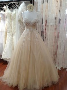 Saw this on Gowns of Elegance Facebook page......stunning!