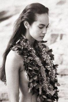 Hawaiian Girls, Hawaiian Dancers, Hawaiian Art, Polynesian Dance, Polynesian Culture, Island Girl, Big Island, Hula Dancers, Aesthetic People