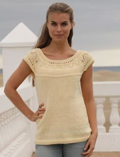 Knitted DROPS top with lace pattern and round yoke in Muskat or Belle. Free knitting pattern by DROPS Design. Sweater Knitting Patterns, Cardigan Pattern, Top Pattern, Knit Patterns, Free Pattern, Drops Design, Summer Knitting, Free Knitting, Jumpers For Women