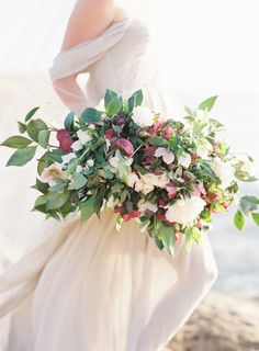 Metallic inspired wedding ideas - organic bouquet: http://flyawaybride.com/violet-wedding/