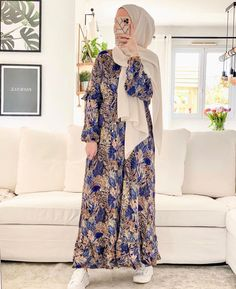 Modest And Classy Long Dresses That Will Make You Look Effortlessly Classy - Image:@luciie.nour- Keep Reading To Get Some Great Inspirational Looks - Modern Street Style - Hijab Fashion Inspiration - Hijab Summer Dress - Street Style Outfit - Casual Modest Dress - Muslim Girls Inspiration Instagram - Hijabi Outfits Casual - Modest Fashion Muslimah - Modest Dresses - Hijab Fashion Summer - Simple Summer Outfits - #longsleevedress #chichijab #casualdressesforsummer #hijab #muslimah #hijaboutfit Hijab Fashion Summer, Fashion Muslimah, Modest Fashion, Fashion Outfits, Modest Dresses, Long Dresses, Summer Dresses, Modern Street Style, Simple Summer Outfits