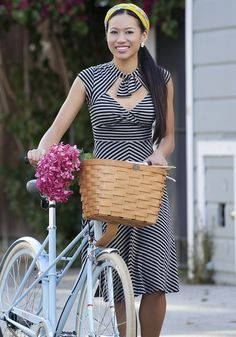 I'm a huge fan of (and occasional partaker of) biking while dress-ing