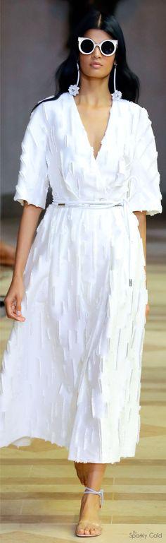 Carolina Herrera Spring 2016 Ready-to-Wear Collection Photos - Vogue Carolina Herrera, Fashion Week, High Fashion, Fashion Show, Fashion Design, Spring Summer 2016, Spring Summer Fashion, Couture Fashion, Runway Fashion