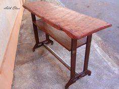 Aparador confeccionado em madeira e metal reciclado
