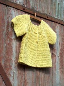Ravelry: Gilet April top down pattern by Christine Rouvillé Diy Tricot Crochet, Crochet Bebe, Knit Or Crochet, Crochet For Kids, Knitting For Kids, Knitting Projects, Baby Knitting, Knitting Patterns, Crochet Baby Jacket