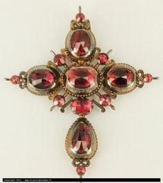 Cross Badine gold (very weathered) and garnets, c1850, regional jewel, jewel of Provence
