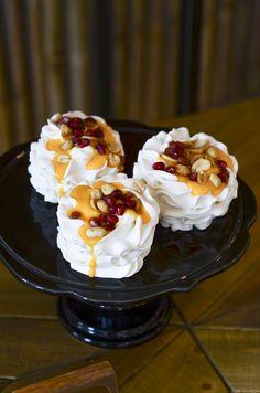 #velvetviseu #viseumaisdoce #viseu #visitviseu #pastelaria #pastry #pastrychef #pastries #fineartcake #unboxcreativity #cakedesign #cakeart #cakelove #creativelifehappylife #cakedesign #cakeart #cakelove #instafood #dessert #cakedecorating #weddingcake #wedding2020 #weddinginspiration #weddingideas #dessert #engaged #bridetobe #bride #groom #birthdaycake #pavlova #pavlovalovers #minipavlova Mini Pavlova, Pastry Chef, Cake Art, Pastries, Bride Groom, Weddingideas, Cake Decorating, Wedding Cakes, Birthday Cake