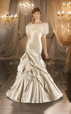 Gorgeous! This wedding gown has a removeable jacket byMartina Liana - Style 403
