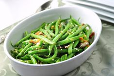Sesame Ginger Green Beans. Quick and easy spicy side dish flavoured with ginger, garlic and jalapeño! |www.flavourandsavour.com