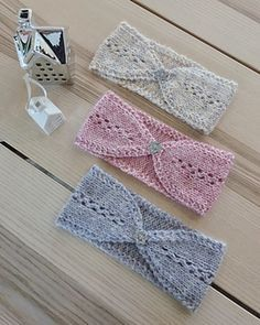 crystal Headband, A headband you knit in a sweep on pin # The pattern is easy to memorize. Use up leftover yarn and try out different yarn qualities. Big Knit Blanket, Jumbo Yarn, Big Knits, Crystal Headband, Cast Off, Knit Pillow, String Bag, Pillow Forms, Knitted Bags