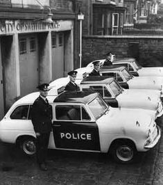 Sheffield City Police 'panda' cars outside Woodseats Police station - Classic car list British Police Cars, Old Police Cars, Old Cars, Classic Hot Rod, Classic Cars, Sheffield City, Sheffield England, Emergency Vehicles, Police Vehicles