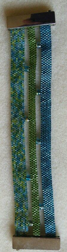 Blauw /groene armband met grote magneet sluiting.