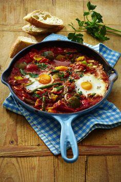 Unser beliebtes Rezept für Vegetarische Gemüsepfanne mit Eiern und mehr als 55.000 weitere kostenlose Rezepte auf LECKER.de.