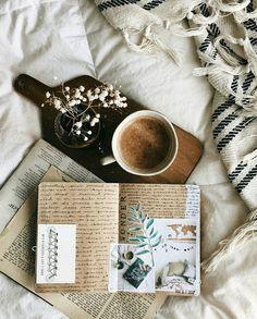 Мои закладки Fall Inspiration, Art Journal Inspiration, Flat Lay Photography, Book Photography, Book Flatlay, Cozy Aesthetic, Aesthetic Coffee, Nicholas Sparks, Cs Lewis