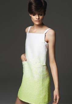 Robe 113192  À bretelles.  Deux poches hanches. En tissu fantaisie coton mélangé et ses papillotes en papier.  Doublure maille stretch.  Zip invisible, côté. #Courreges #Robe http://www.courreges.com/robe-113192.html