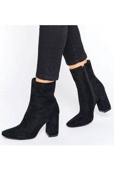 Boohoo High Ankle Block Heeled Boot - Black https://modasto.com/boohoo/kadin-ayakkabi/br41902ct13 #modasto #giyim