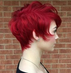 We gathered everything you need to know about the bright red hair: how to get it, what hair dye to choose and how long red hair color lasts. Stacked Hairstyles, Pixie Hairstyles, Cool Hairstyles, Pixie Haircuts, Hairstyles Pictures, Long Haircuts, Men's Hairstyles, Wedding Hairstyles, Long Red Hair