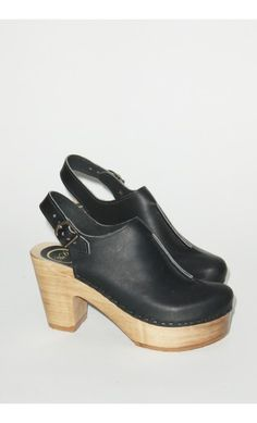 Front Seam Closed Toe Clog on Platform in Coal
