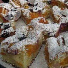 Einfacher Aprikosenkuchen vom Blech mit Heidelbeeren