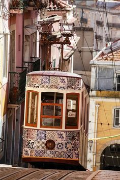 Tranvia alicatado. I love this azulejos decorated Lisbon tram! #travel