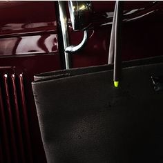 #baderbag #leatherbag #oldtimer #ford #neon #brown #bordeaux #waterpearls