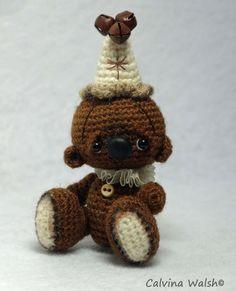 "Mini Crochet Artist Bear of Thread ""Cocoa"""