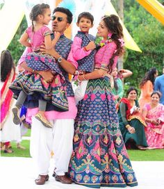 15 Adorable Photos of Kids Coordinating Outfits with the Bride & Groom Mom Daughter Matching Dresses, Mom And Son Outfits, Mom And Baby Dresses, Twin Outfits, Couple Outfits, Matching Family Outfits, Dress Indian Style, Indian Outfits, Mehendi Outfits