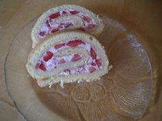 Das perfekte Erdbeerroulade mit Eigelb und Zucker-Rezept mit Bild und einfacher Schritt-für-Schritt-Anleitung: Eigelb,Zucker,Salz und Wasser rühren bis…