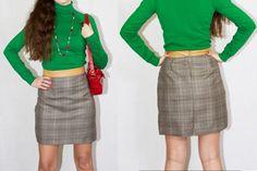 Falda exclusiva hecha a mano. Talla 38. Tela en cuadritos. Hecha y diseñada por Torreillinoise. Lana, y cinturilla en polipiel ocre.
