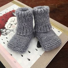 Ravelry: ENG - Tusindfryds Warm Booties pattern by PixenDk Baby Booties, Baby Shoes, Free Pattern, Crochet Pattern, Baby Knitting Patterns, Designer Baby, Diy Baby, Kids And Parenting, Arm Warmers